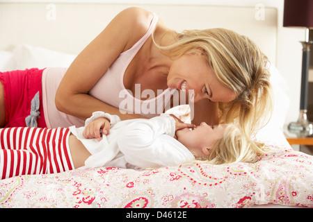 хорошенькая голая мама фото