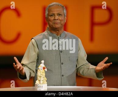 nobel peace prize laureate muhammad yunus receives the focus future award of the 2008 corine