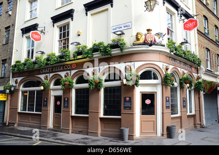 Ale stock photos ale stock images alamy for Craft beer pubs near me