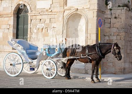 Horse Drawn Cart Stock Photos Amp Horse Drawn Cart Stock Images Alamy