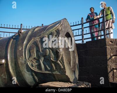 January 24, 2011 - Bijapur, Karntaaka, India - The cannon, the Malik-i-Maidan (Master of the Battlefield), erected - Stock Image