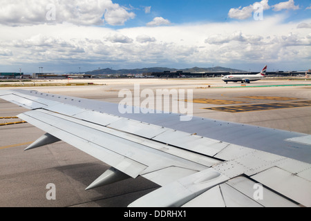 Aeroport stock photos aeroport stock images alamy - Tegel metro bordeaux ...