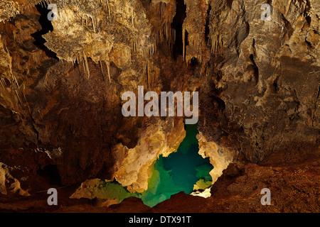 limestone-cave-dtx91t.jpg