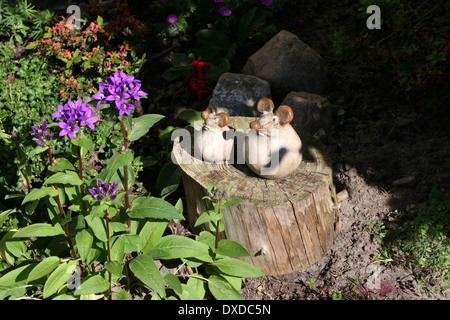 Garden Figurines Stock Photos Garden Figurines Stock Images Alamy