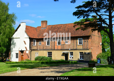16th century Manor Farmhouse Manor Farm Ruislip London Borough of  Hillingdon Greater  Ruislip Stock Photos. Bathstore Ruislip