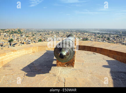 old cannon on roof of Jaisalmer fort - Stock Image