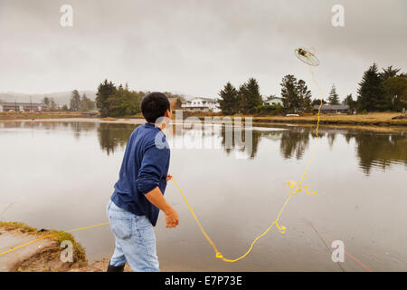 Crabbing stock photos crabbing stock images page 5 alamy for Seaside oregon fishing