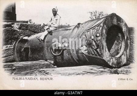 The Malik-I-Maidan at the Bijapur Fort, Karnataka, India. The Malik-i-Maidan (Master of the Battlefield), also called - Stock Image