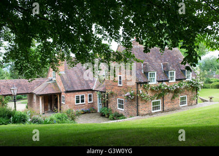country-house-in-ashton-under-hill-wycha