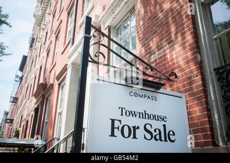 Brownstone stock photos brownstone stock images alamy for New york city townhouse for sale