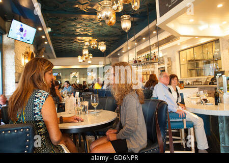 Diners stock photos diners stock images alamy for King s fish house happy hour