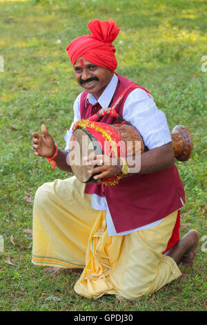 32229f926d Tribal musicians playing folk music, jagdalpur, bastar, chhattisgarh, india,  asia -