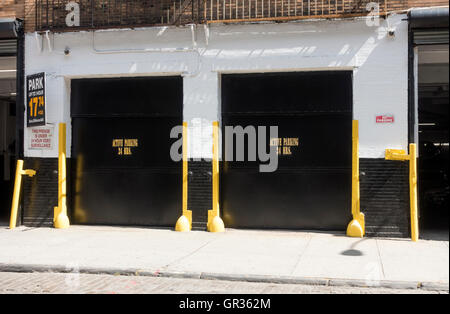 Parking stock photos parking stock images page 17 alamy for Parking garages new york city