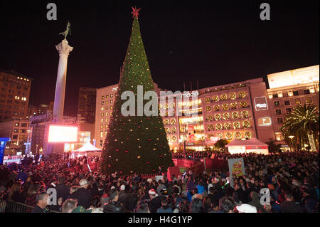 Crowd Watch The Macy S Christmas Tree Lighting Ceremony At Union Square In  Downtown San FranciscoMacy Tree Lighting Chicago 2013   clubdeases com. Macy Tree Lighting Chicago 2013. Home Design Ideas