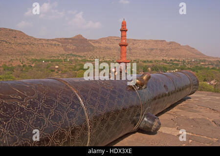 Ancient Muslim cannon on the battlements of Daulatabad Fort, India. 14th Century AD. - Stock Image