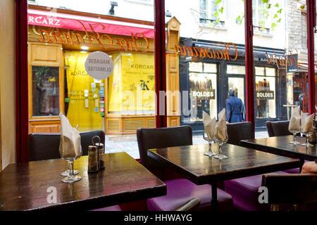 Chez stock photos chez stock images alamy for Restaurant miroir montmartre