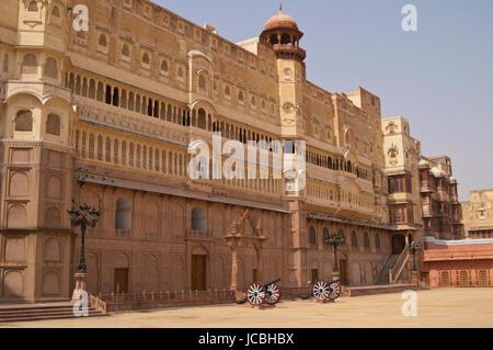 Imposing palace of the Maharajah of Bikaner inside Junagarh Fort, Bikaner, Rajasthan, India. - Stock Image