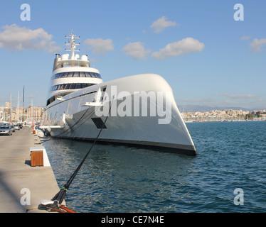 Futuristische luxusyachten  Megayacht Stockfotos & Megayacht Bilder - Alamy