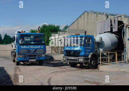 Volvo lorry stockfotos volvo lorry bilder alamy for Depot laden