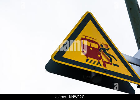 Red Triangle Sign Stockfotos & Red Triangle Sign Bilder - Seite 4 ...